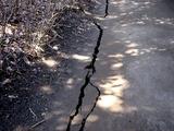 20110313_東日本大震災_海浜香澄公園_地割れ_1200_DSC09674