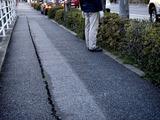 20110326_東日本大震災_船橋市市場_歩道_マンホール_1728_DSC09056