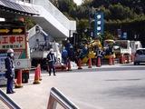 20110317_東日本大震災_浦安_舞浜駅前南口_修理_1456_DSC07189