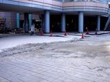 20110317_東日本大震災_浦安_新浦安駅前_液状化_1536_DSC07406