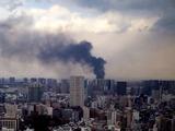 20110311_東日本巨大地震_お台場方面のビルが燃えてる_255928375T