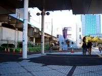 20111204_東日本大震災_千葉市_JR海浜幕張駅前_北口_1305_DSC03773