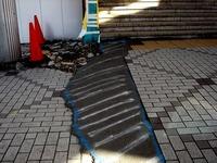 20111204_東日本大震災_千葉市_JR海浜幕張駅前_南口_1042_DSC03649