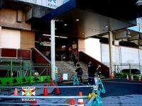 20111204_東日本大震災_千葉市_JR海浜幕張駅前_北口_1305_DSC03771
