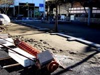 20111204_東日本大震災_千葉市_JR海浜幕張駅前_北口_1305_DSC03766