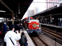 20120211_千葉みなと駅_SL_DL内房100周年記念号_1207_DSC03423
