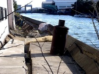 20110326_東日本大震災_船橋市栄町2_堤防破壊_1553_DSC08903