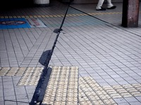 20110312_船橋市本町_船橋駅北口前_ひび割れ_1023_DSC08694