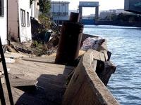20110326_東日本大震災_船橋市栄町2_堤防破壊_1551_DSC08898T