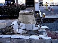 20110313_東日本大震災_幕張新都心_マンホール隆起_1302_DSC00072