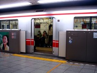 20090404_東京メトロ_丸の内線_ホームドア_1331_DSC00071