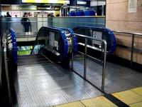 20121204_JR東日本_JR西船橋駅_エスカレータ_1940_DSC04962