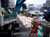 20110402_東日本大震災_船橋市日の出2_堤防破壊_0952_DSC09947