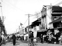 1952年_昭和27年_駅前通り交差点_0132
