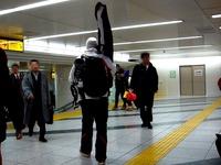 20140217_JR東京駅_新幹線改札口_スノーボード_1903_DSC05741