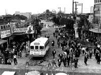 1958年_昭和33年_船橋市本町_国鉄船橋駅前通り商店街_030