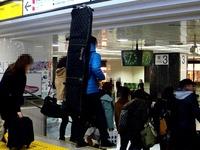 20140218_JR東京駅_新幹線改札口_スノーボード_1903_DSC05845