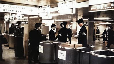 1960年_昭和35年_日本橋駅_改札口_駅務員_東西線_112W_