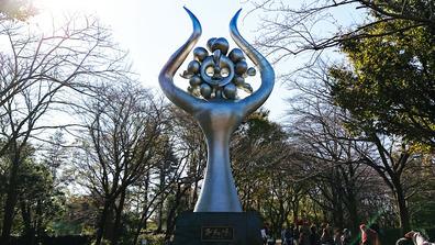 20191110_1029_平和を呼ぶ像_岡本太郎_アンデルセン公園_DSC00275W