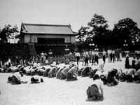 1945年_昭和20年_東京都_皇居前_,昭和天皇_玉音放送_1933_DSC03968E