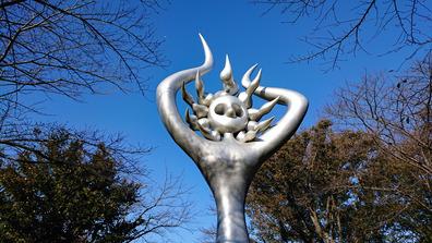 20191110_1414_平和を呼ぶ像_岡本太郎_アンデルセン公園_DSC00853W