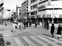 1971年_昭和46年_船橋市本町_船橋駅前通り_スクランブル交差点_010