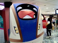 20150805_JR東日本_東京駅_新幹線_巨大顔出し看板_1812_DSC02934