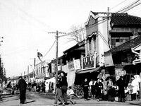 1952年_昭和27年_船橋市本町_国鉄船橋駅前通り商店街_022