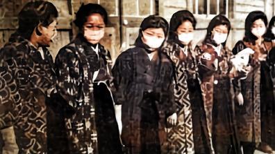 1919年_大正08年_スペイン風邪の大流行_マスクをする女学生たち_112W