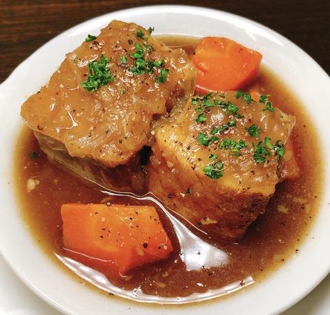 豚バラ肉とあめ色玉ねぎのビネガー煮込み