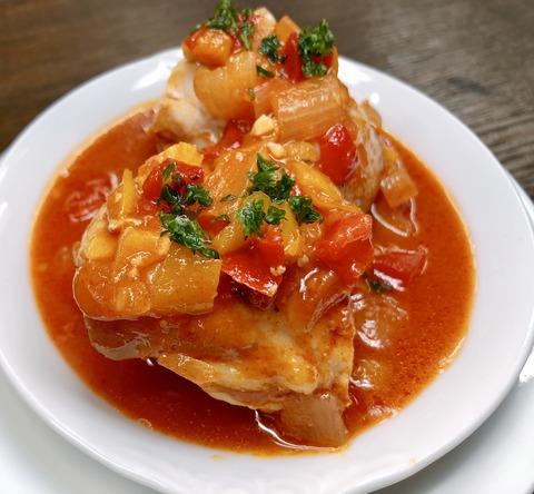 鶏もも肉とパプリカのバスク風煮込み