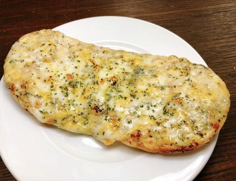4種チーズのピザ