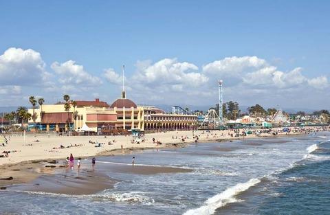 Hoạt động bên bờ biển ở Santa Cruz