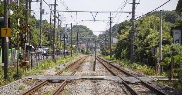 「女子生徒が線路内で仁王立ちしていた」 踏切で女子高生が自殺か 埼玉