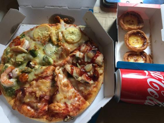 お昼にピッザ頼んだったwwwwwwwwwww