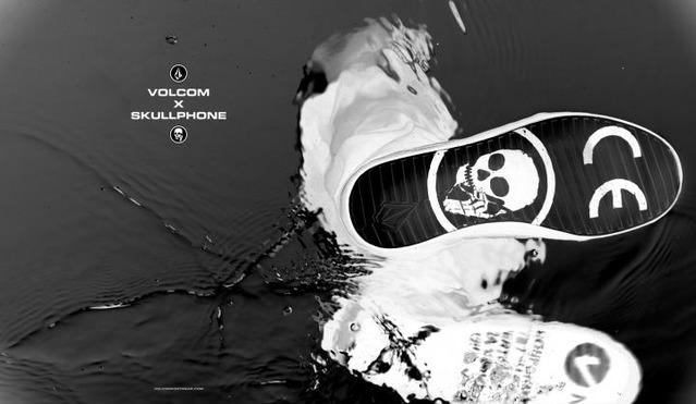 0813JUXTAPOZ_skullphone-2321