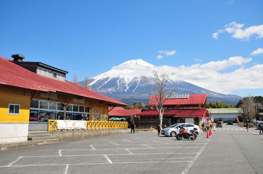富士ミルクランド 〜 全天候型テントサイト 雨の富 …