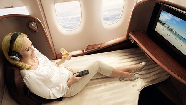 【VR】VRでファーストクラスの空の旅を体験できる施設が誕生!機内食(本物)にCA(リアル)付きでお値段5980円!のサムネイル画像