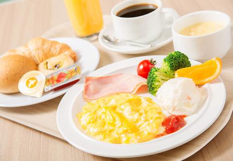 ビジホ「朝食は焼き立てパンを中心とした豪華洋食バイキング!」