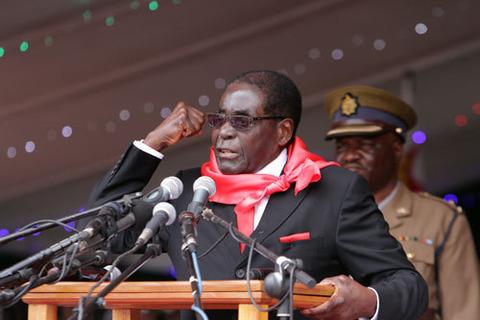 【悲報】ムガベ大統領さん、ファッションセンスがヤバすぎて草