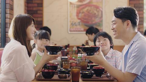 牛丼屋CM年収数千万芸人「あぁ牛丼うんめぇ!」