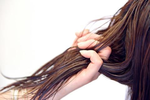ネット「髪の毛を洗うのは2日に一回で十分!」