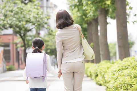 母子家庭マッマ「友達にはお父さんがいるってことにしときなさい」 小学生ワイ「なんでやろ」