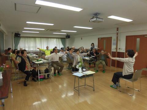 おしゃべりの会4月-体操 (3)