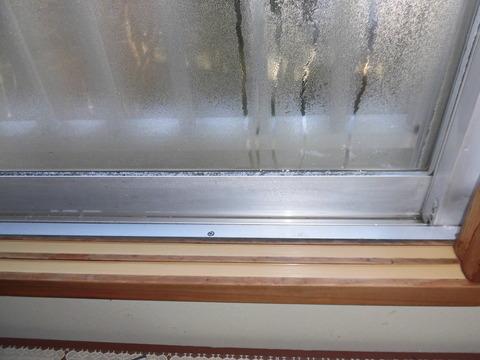 窓サッシ凍結
