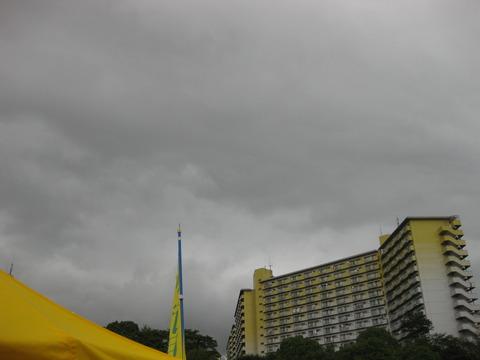 夏まつり降雨空もよう