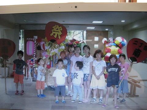 子供神輿飾りつけ(2)