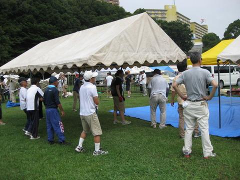 夏まつりテント組み立て (3)