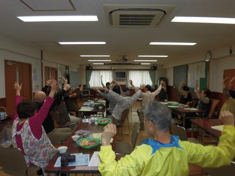 おしゃべりの会4月-体操 (2)