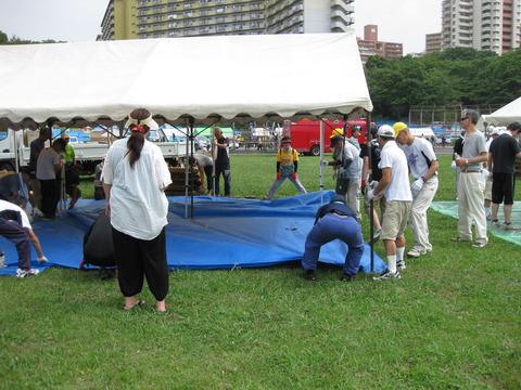夏まつりテント組み立て (4)